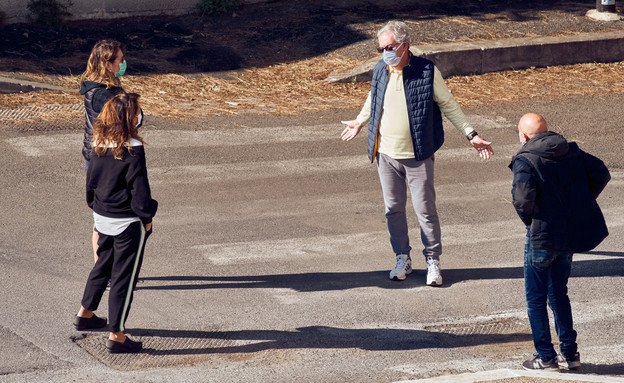 אנשים ברחוב, קורונה