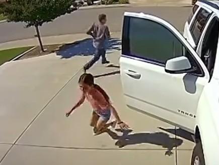 תיעוד מדהים: ילדה בת 10 הבריחה פורץ שהגיעה לביתה