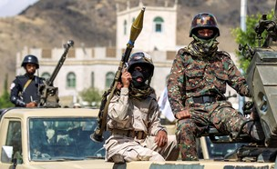 לוחמי מיליצייה פרו איראנית (צילום: MOHAMMED HUWAIS/AFP, GettyImages)