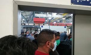 צפיפות במחסומים (צילום: האגודה לזכויות האזרח)