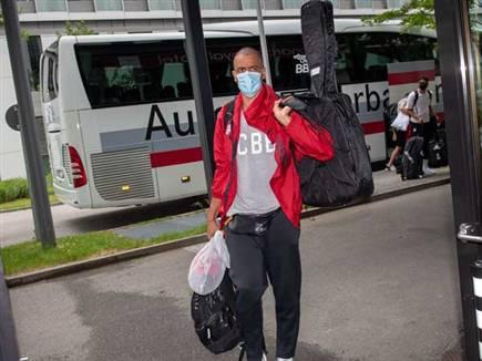 שחקני באיירן מגיעים למלון במינכן (getty) (צילום: ספורט 5)