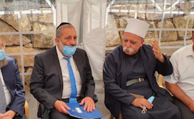 שר הפנים אריה דרעי עם ראשי רשויות דרוזים (צילום: דוברות משרד הפנים)