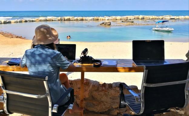 ללכת למשרד, בים - ביצ'האב (צילום: מורן שטיאסני-שמש)
