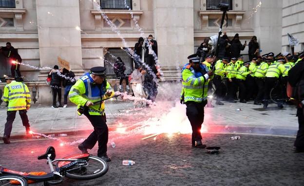 המחאות בבריטניה מתלהטות (צילום: skynews)