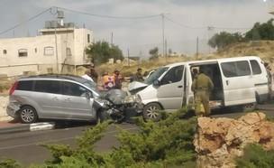 """תאונת הדרכים בקריית ארבע (צילום: תיעוד מבצעי מד""""א)"""