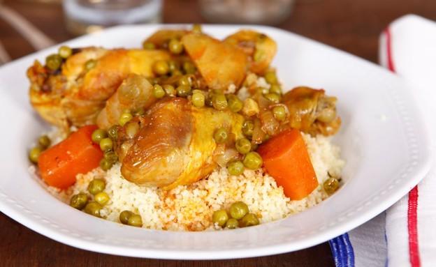 שוקי עוף עם קוסקוס (צילום: אפיק גבאי, אוכל טוב)