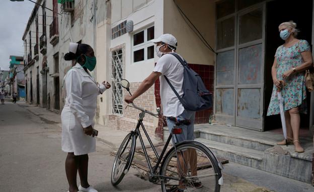 המאבק בנגיף הקורונה בקובה (צילום:  Alexandre Meneghini, שי פרנקו, רויטרס)