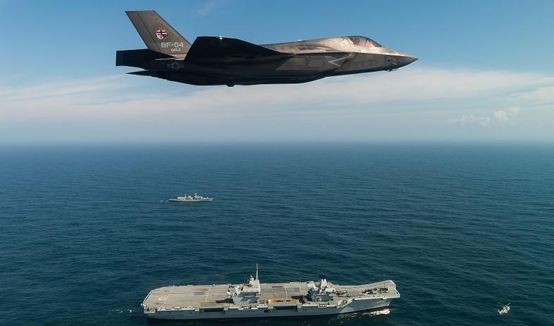 חמקן ונושאת מטוסים (צילום: Lockheed Martin/Ministry of Defence via Getty Images)