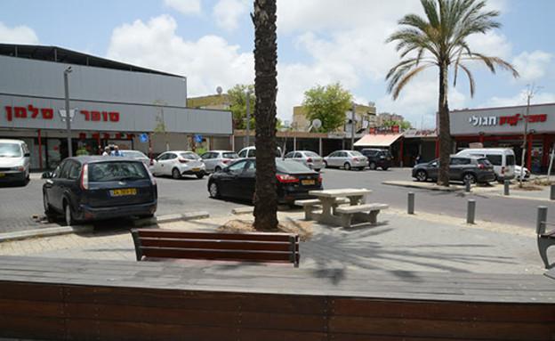 מרכז מסחרי בשכונת ג'סי כהן בחולון (צילום: איל יצהר, גלובס)