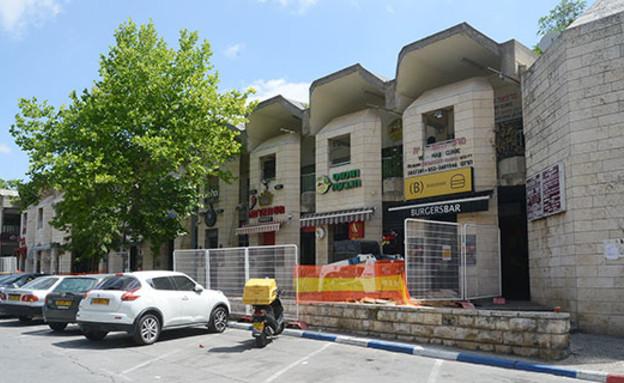 המרכז המסחרי של שכונת הגבעה הצרפתית בצפון מזרח ירושלים (צילום: איל יצהר, גלובס)