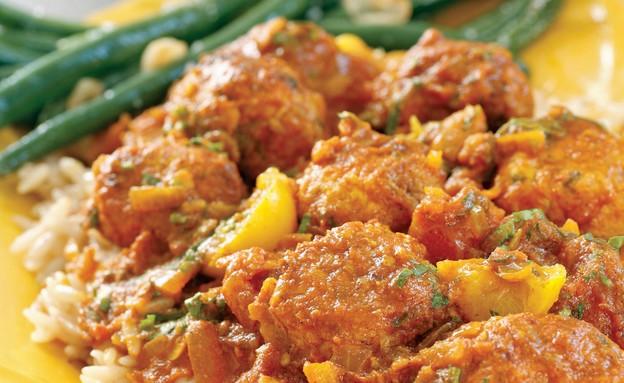 """קציצות עוף ברוטב עגבניות ולימונים כבושים (צילום: """"כרמלה ואני"""", הוצאת מודן)"""