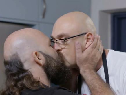 מארק ואלכס מכינים את הקינוח