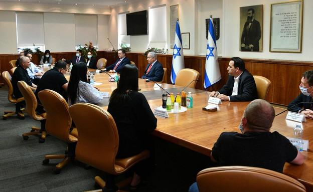 ראש הממשלה עם נציגי ענף התרבות (צילום: חיים צח, לע