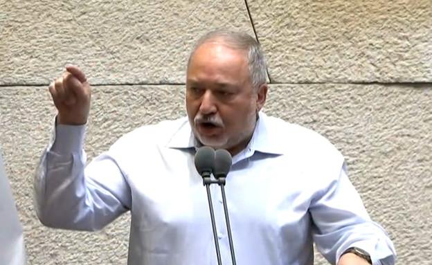 עימות בין אביגדור ליברמן לדודי אמסלם במליאת הכנסת