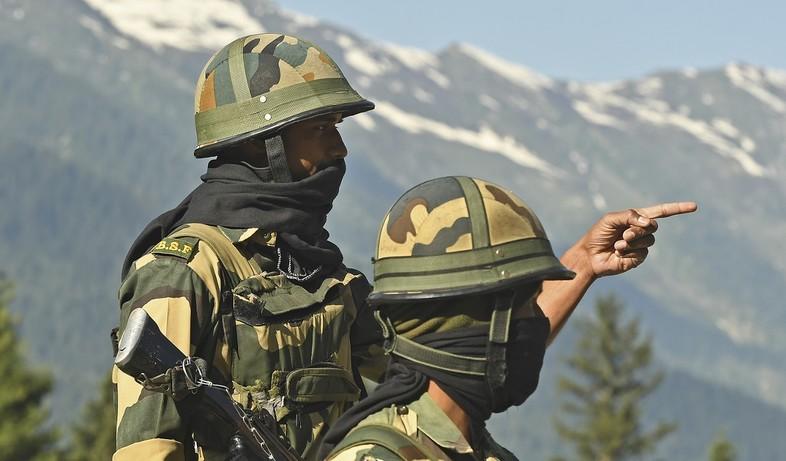 חיילים בגבול (צילום: AUSEEF MUSTAFA/AFP via Getty Images)