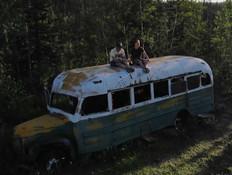 האוטובוס הקולנועי הועבר ממקומו כדי למנוע אסון (צילום: מתוך