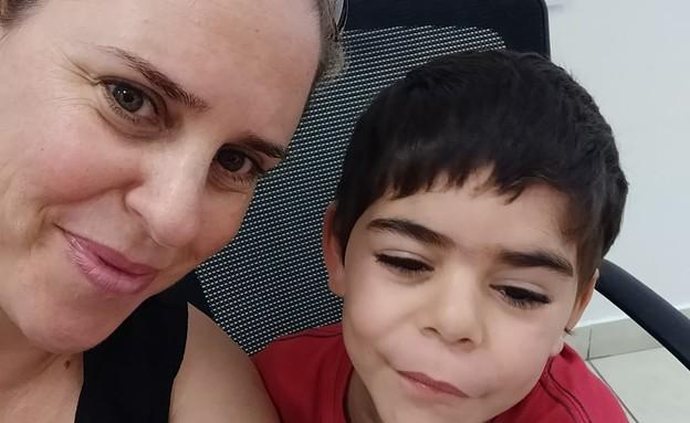 לירון גור שטייגמן ובנה עומר (צילום: אלבום משפחתי)
