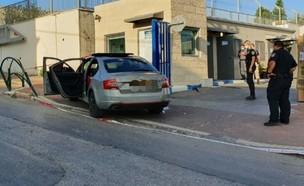 רכב ובו 3 פצועי ירי הגיע לתחנת המשטרה בבאקה אל גרב (צילום: דוברות המשטרה)