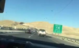 """נהג על 300 קמ""""ש בכביש אדום (צילום: אלון חן, פרטי)"""