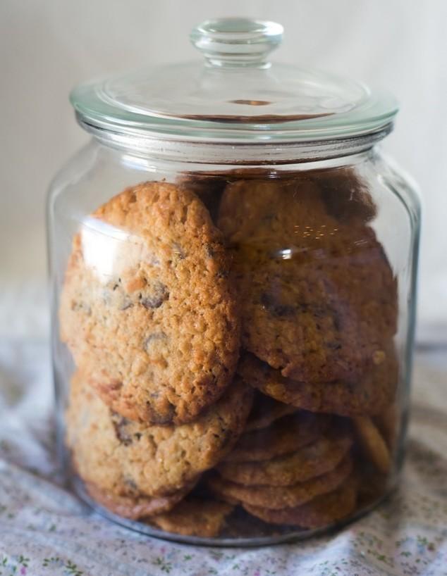 עוגיות שוקולד צ'יפס רכות עם שיבולת שועל - בצנצנת