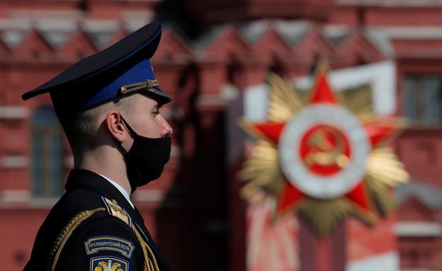 רוסיה מציינת 75 שנה לניצחון על הצבא הנאצי (צילום: שי פרנקו,רויטרס)