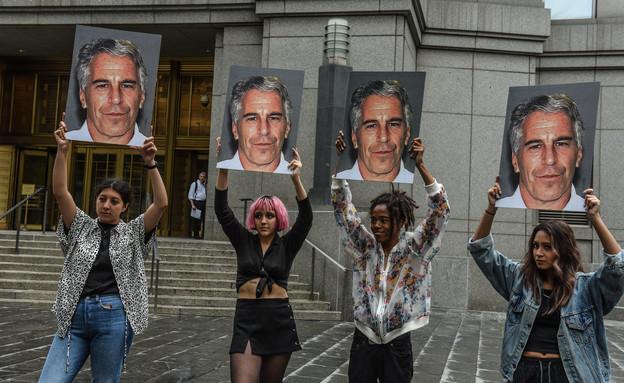 מפגינות נגד ג'פרי אפשטיין, 2019 (צילום: Stephanie Keith/Getty Images)