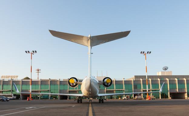 """מטוס פרטי בנתב""""ג (צילום:  Kraevski Vitaly, shutterstock)"""