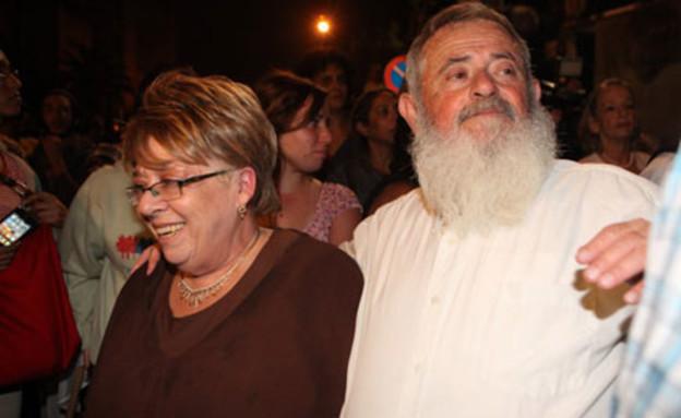 הוריו של נחשון וקסמן, אמש במאהל המחאה (צילום: ראובן שניידר, mako)