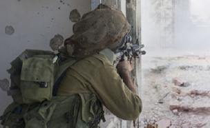 חייל מכוון (צילום: Ran Zisovitch, shutterstock)