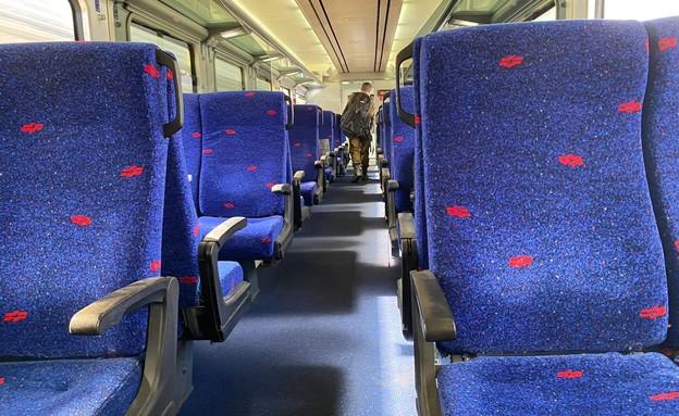 קרונות ריקים מנוסעים (צילום: קבוצת בארכבת)
