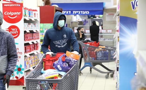 קונים בסופר בקורונה (צילום: יוסי זמיר, פלאש 90)