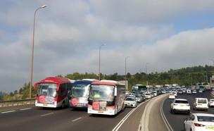 מחאת נהגי חברות ההסעה הפרטיות: חסימות בכביש 1
