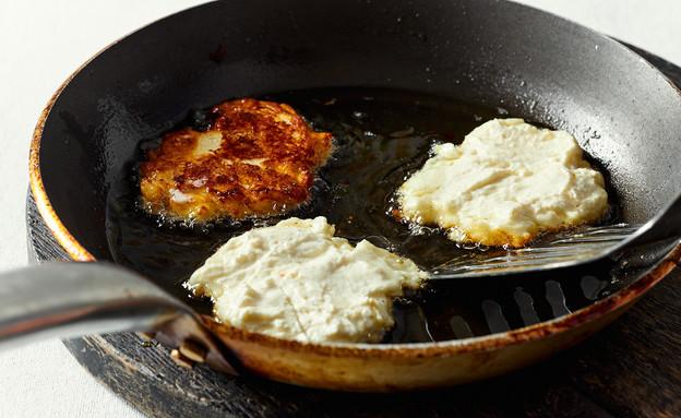 סירניקי – לביבות גבינה במחבת (צילום: אמיר מנחם, אוכל טוב)
