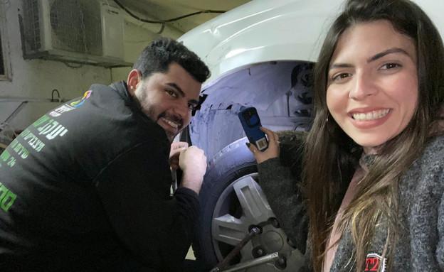 """החליף גלגל לנהגת, התאהבו והתחתנו (צילום: מתוך """"חדשות הבוקר"""" , קשת 12)"""