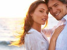 זוג מאוהב בים