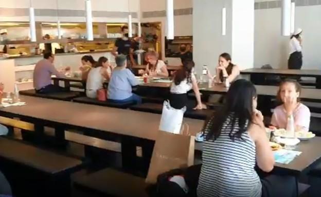 מבלים במסעדה (צילום: N12)