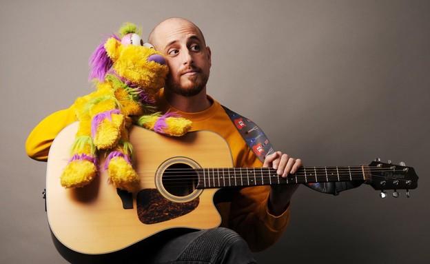 יואב והגיטרה (צילום: לירן לוי)