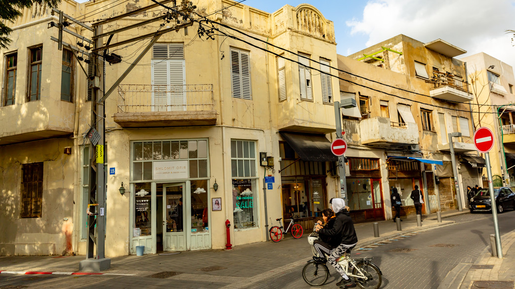 רחוב בתל אביב (צילום:  Subodh Agnihotri, Shutterstock)