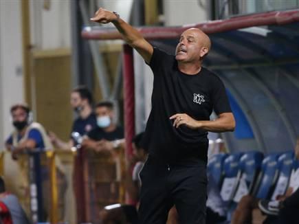 """מתקרב לנבחרת? אבוקסיס, אמש על הקווים של ב""""ש (צילום: אודי ציטיאט) (צילום: ספורט 5)"""