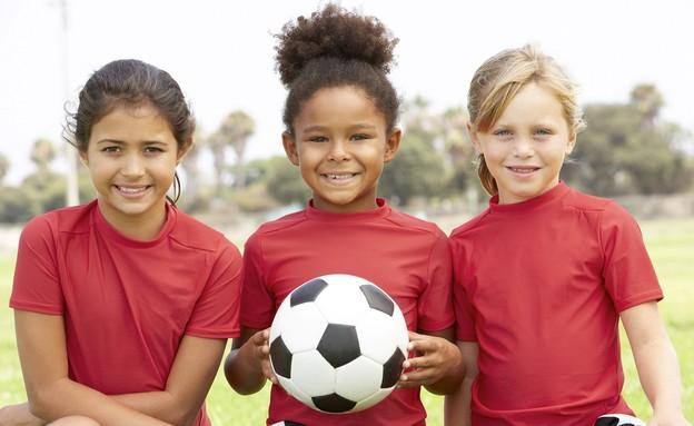 שלוש כדורגלניות (צילום: KCC Daily)
