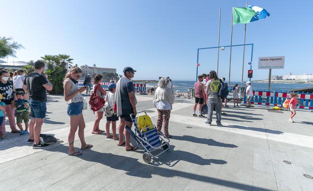 ריחוק חברתי בחוף