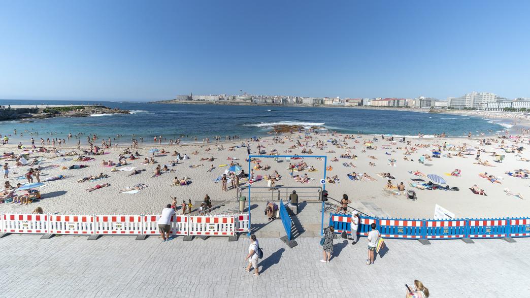 ריחוק חברתי בחוף (צילום: Cristina Andina, getty images)