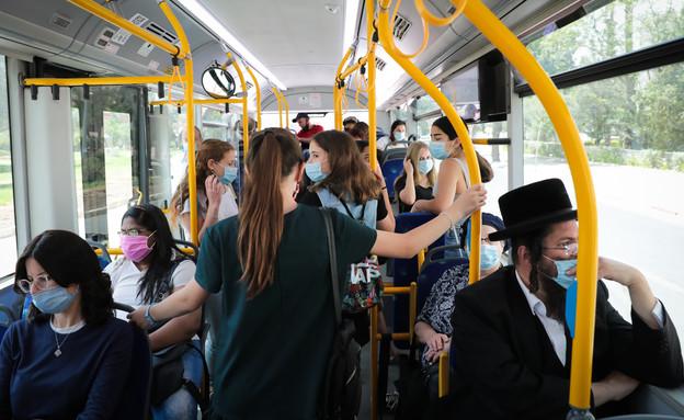 אוטובוס בקורונה (צילום: פלאש 90)