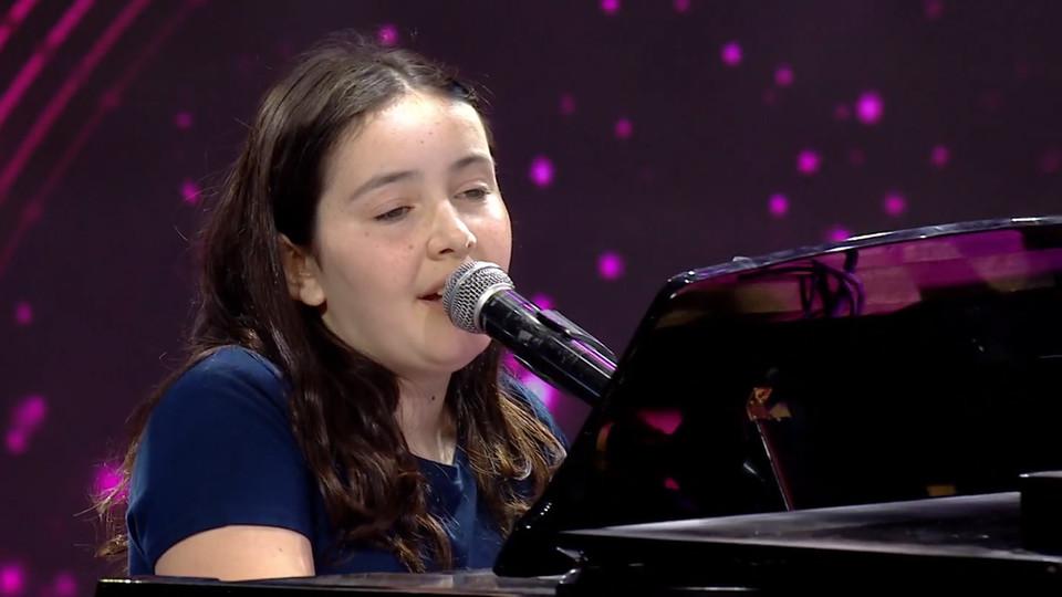 """מיכאלה שר – """"Make You Feel My Love"""" (צילום: מתוך """"בית ספר למוזיקה 4"""", קשת 12)"""