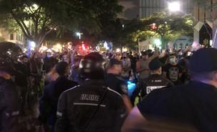 """השוטרים והמפגינים בת""""א"""