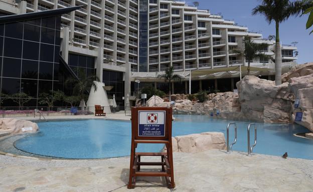 בריכה במלון דן אילת בתקופת הקורונה (אפריל 2020) (צילום: MENAHEM KAHANA, getty images)