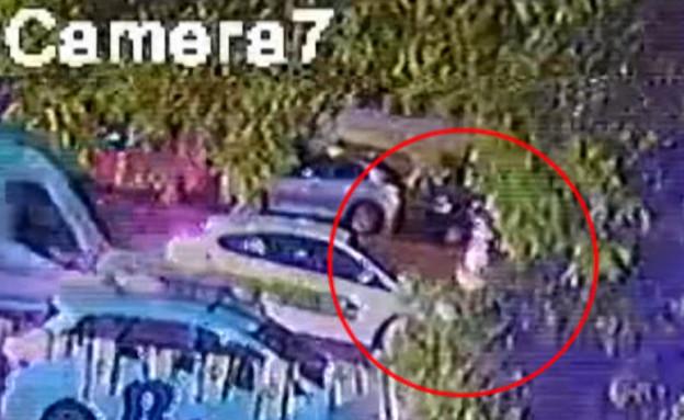 """אימה על הכביש: צעירה הותקפה על ידי אופנוען (צילום: מתוך """"חדשות הבוקר"""" , קשת 12)"""