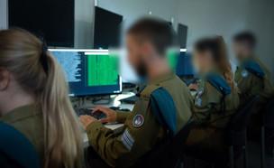 """חיילי יחידת 8200 (צילום: דובר צה""""ל )"""
