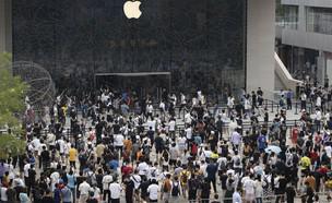 כניסה לאפל סטור בסין בצל הקורונה, יולי 2020 (צילום: AP)