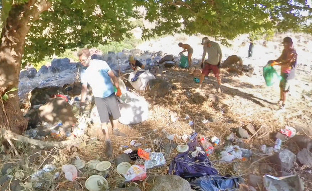 טובעים בזבל - המטיילים משאירים אשפה בכמויות (צילום: גיא רונן, שומרי הנחל)
